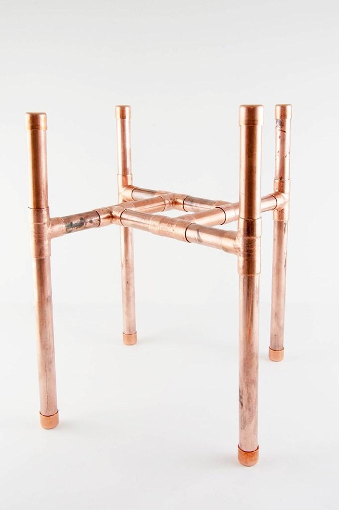 Estrutura de cobre para a base do vaso de plantas